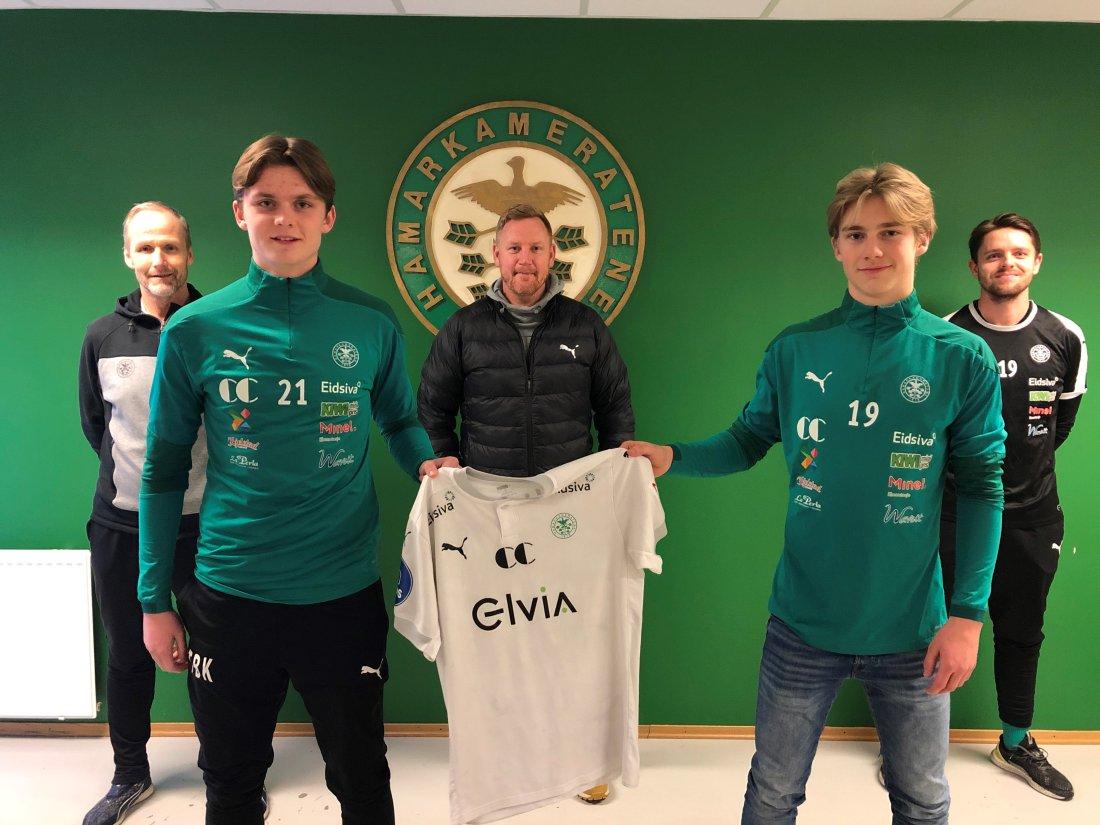 Fra venstre: Rolf Høgmo (utviklingssjef), Thorbjørn Kristiansen (15), Espen Olsen (sportssjef), Benjamin Thoresen Faraas (15), Håkon T. Kristiansen (toppspillerutvikler).