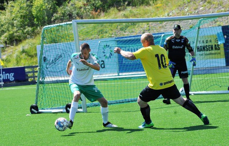 ENDELIG: Aleks og keeper-Kjell fikk endelig spille kamp igjen. Foto: Knut Befring.